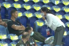 Ronaldo bị nhắc nhở ý thức khi xem Bồ Đào Nha đấu Croatia